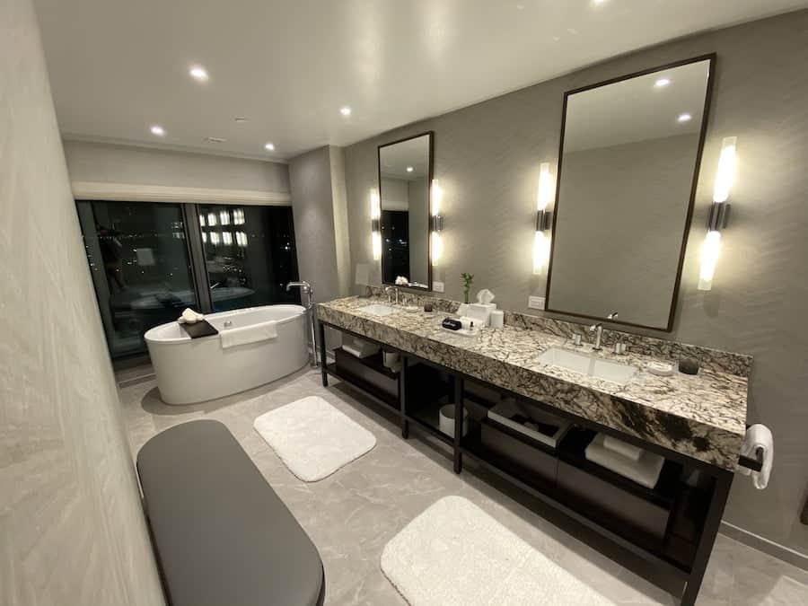 Grand Hyatt SFO corner suite bathroom