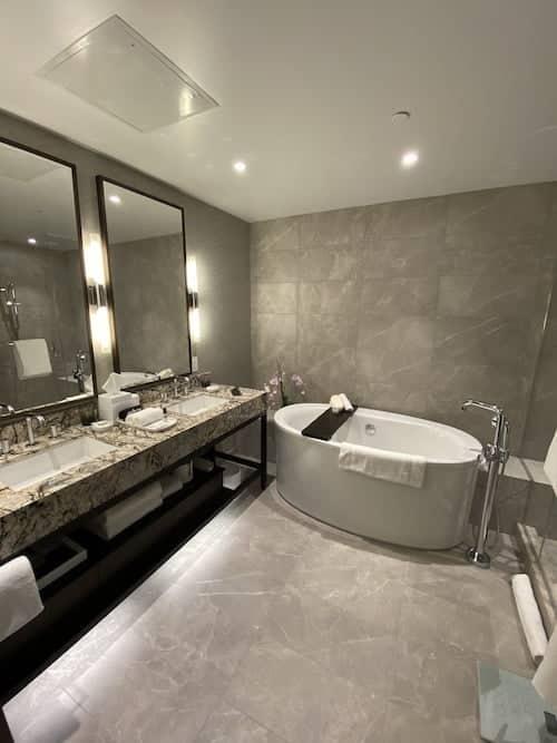 Grand Hyatt SFO grand suite bathroom
