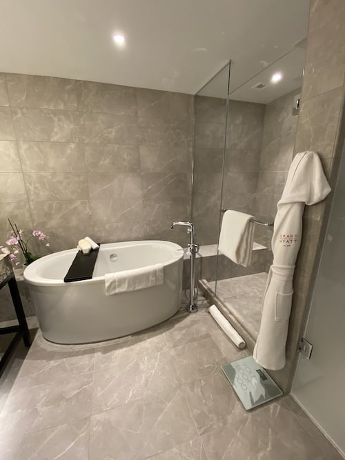 Grand Hyatt SFO grand suite tub