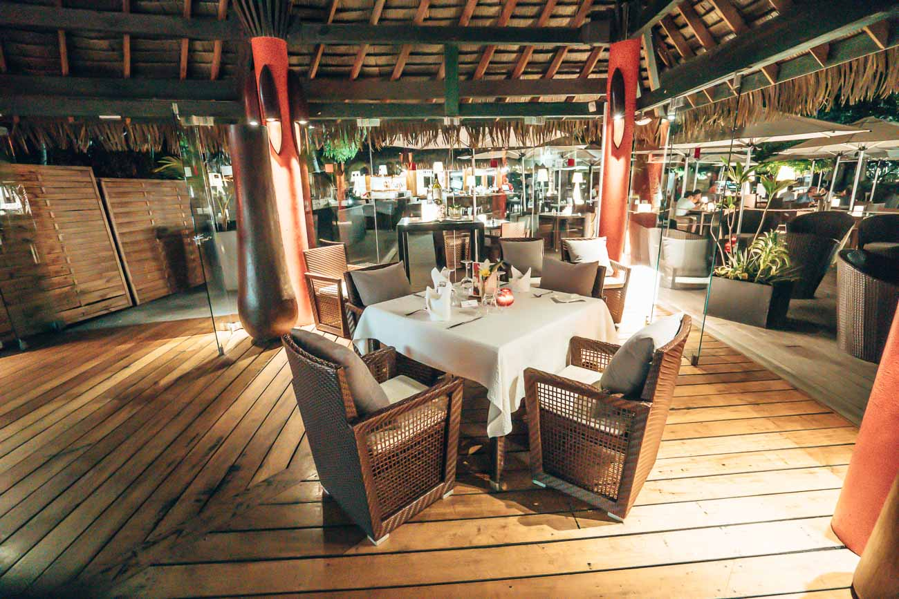 dining at tahiti ia ora beach resort