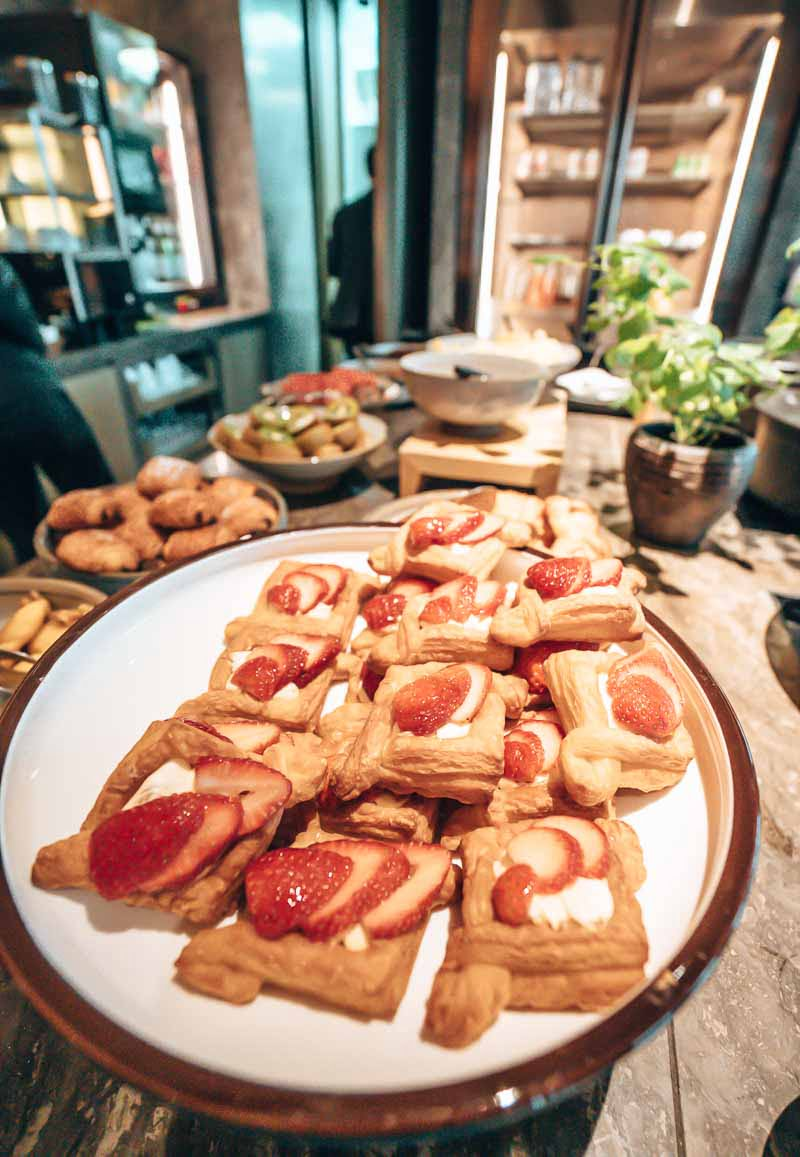 Hyatt Centric Hong Kong victoria harbour lounge breakfast