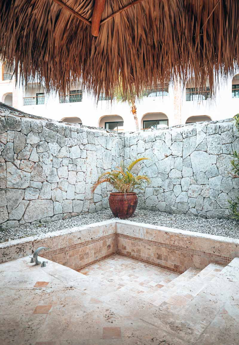 outdoor bathroom in hotel suite