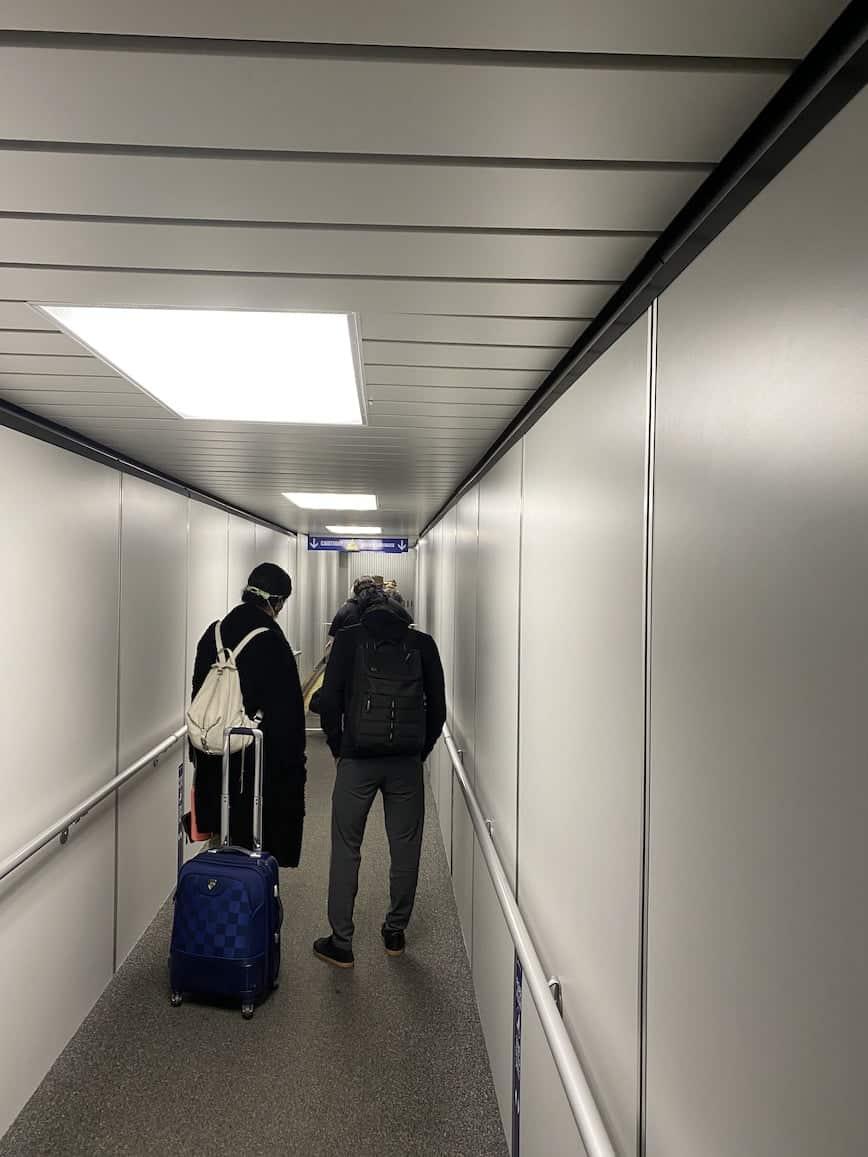 jet bridge line to plane