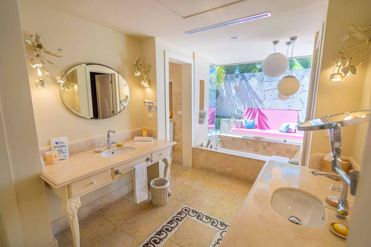 beautiful bathroom in eden roc cap cana