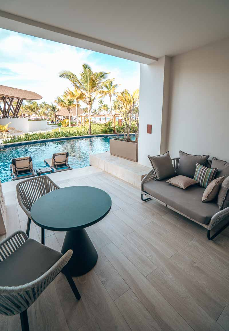 swim up hotel suite